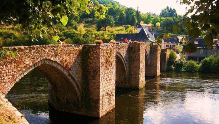 Les derniers aménagements du pont de la Truyère remontent à... 1824 et classé aux monuments historiques en 1927.