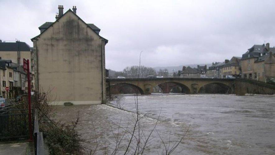 A Espalion, le Lot sort de son lit : les riverains en alerte inondation