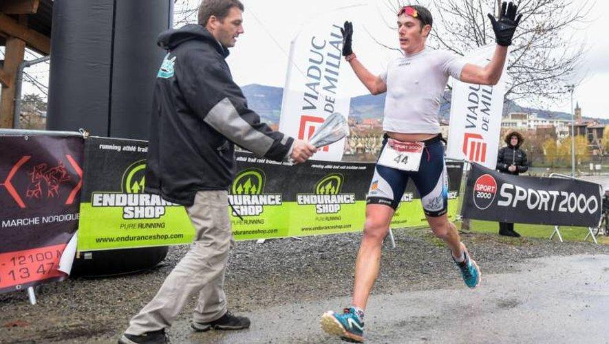 110 partants hier matin à Millau pour un succès de Simon Dubocage (bas) sur 19 km. Francis Maury (droite) a, lui, gagné le 11 bornes (Photos  Aurélien Trompeau)