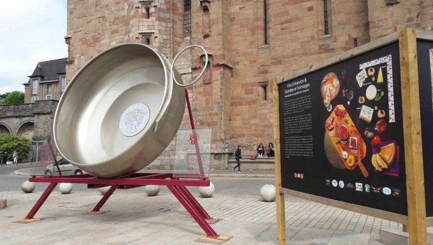Le «plus grand tassou du monde», déjà installé place d'Armes à Rodez pour Terra Vino.