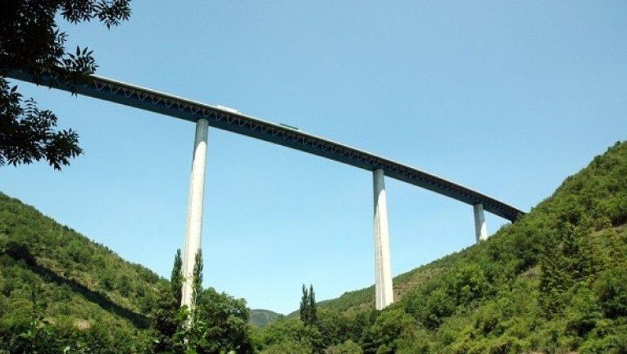 Le viaduc de Verrières culmine à plus de 140 mètres.