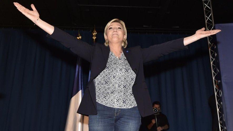 Dans l'Aveyron, Marine Le Pen dénonce «les coups tordus» du «Système»