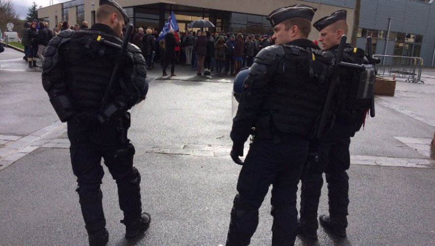 Deux escadrons de la gendarmerie ont assuré la sécurité du site où s'est tenu le meeting de la candidate FN à l'élection présidentielle.