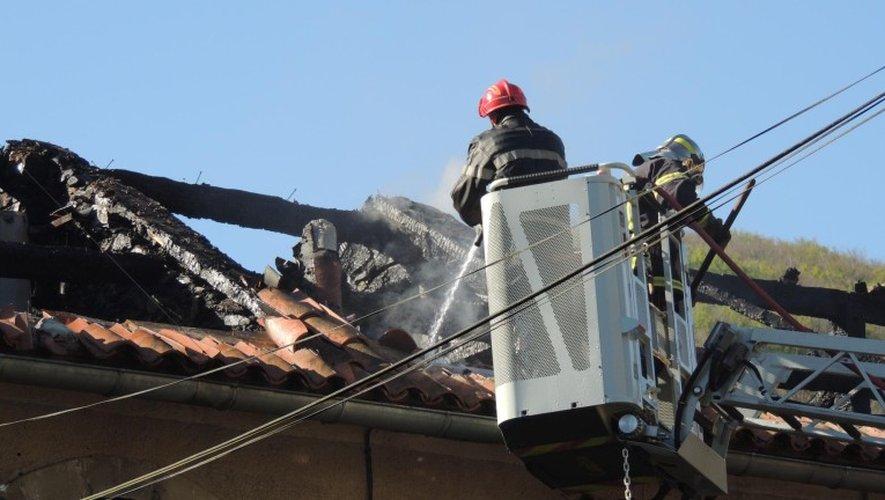 Ce samedi matin, les pompiers étaient toujours sur place.