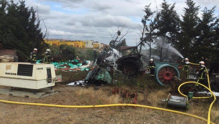 Une vingtaine de pompiers de Bozouls et du Nord-Aveyron ont maîtrisé les flammes.