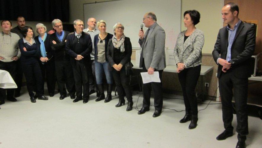 Le maire J. Molières et son conseil municipal, Marie Lou Marcel, députée et les conseillers territoriaux B. Cavalerie et C. Mouly