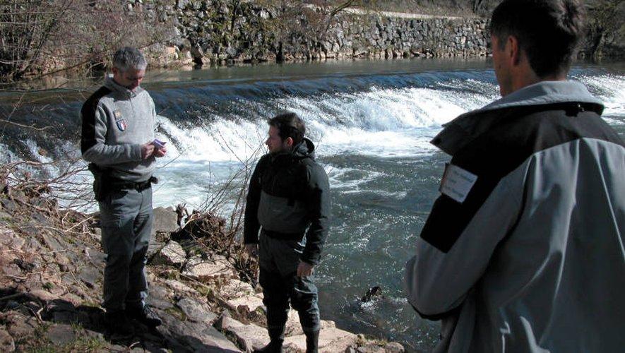 Pêche en Aveyron : plus de surveillance et de contrôles au bord de l'eau