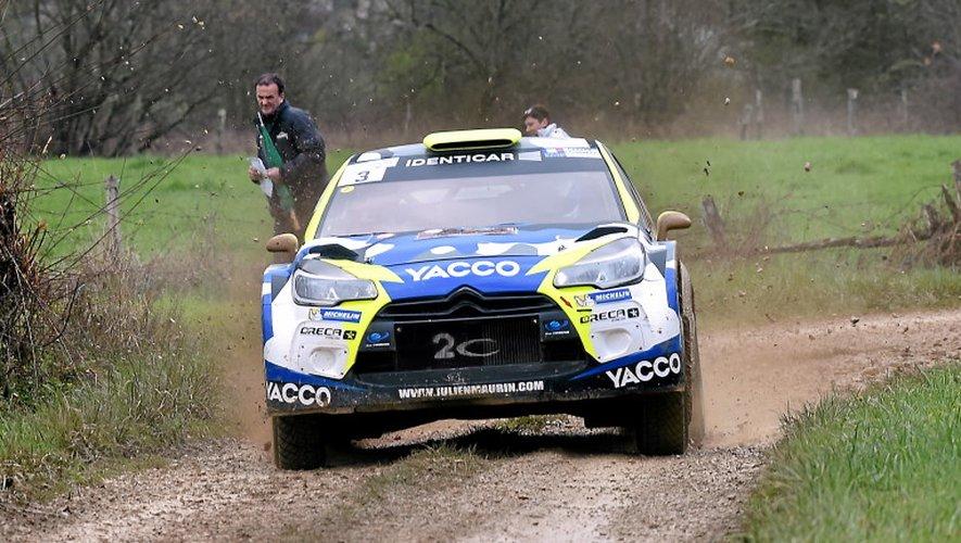 Jean-Marie Cuoq et sa C4 WRC (en haut) n'ont pas été plus tendres avec leur dauphin, Julien Maurin au volant d'une DS3WRC (bas), hier que la veille. Au final, plus d'une minute d'écart.