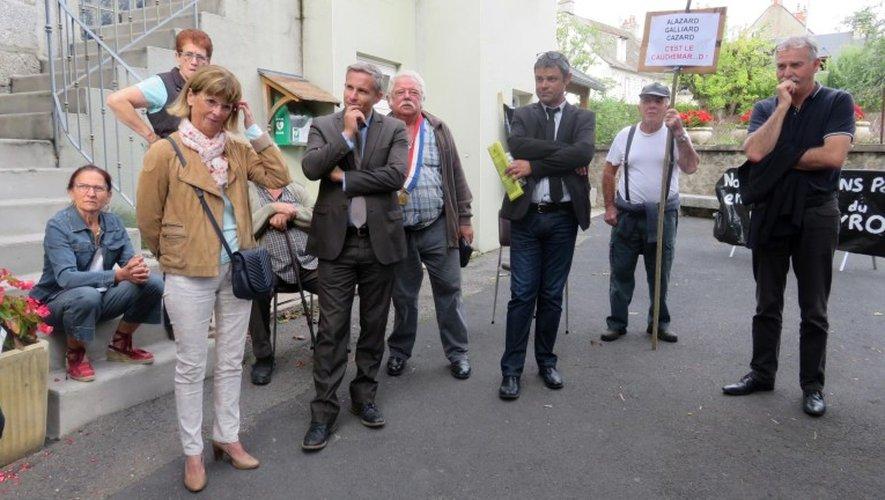 Conseillers départementaux et responsables du Crédit Agricole ont rencontré les élus locaux et le collectif sans les rassurer...
