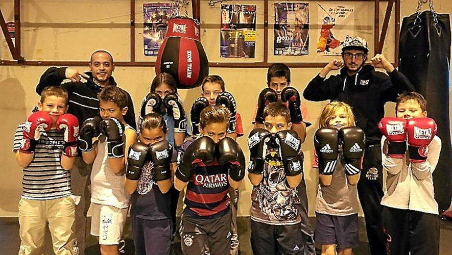 Sid Ahmed Garbi et Emmanuel Falzon avec les 8-12 ans de la section boxe de l'ASPTT.