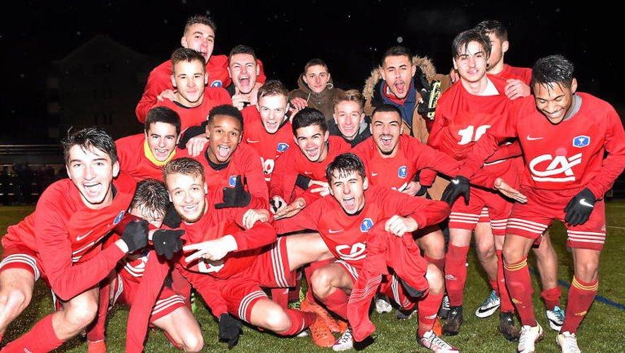 Les jeunes Ruthénois célèbrent la qualification pour les 16es, après leur victoire aux dépens de Bastia (6-1) au début du mois. JLB