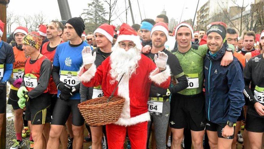 Le Père Noël était bien entendu présent au départ de la course quelques jours avant de distribuer les cadeaux.