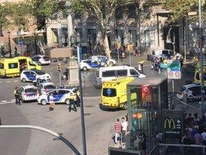 Attaque terroriste à Barcelone : une fourgonnette percute la foule sur la Rambla, treize morts et des dizaines de blessés