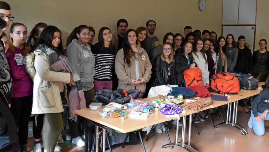 Livres, vêtements chauds, crayons, shampoing, savon, carnets, nourriture, fruit de la générosité des lycéens.