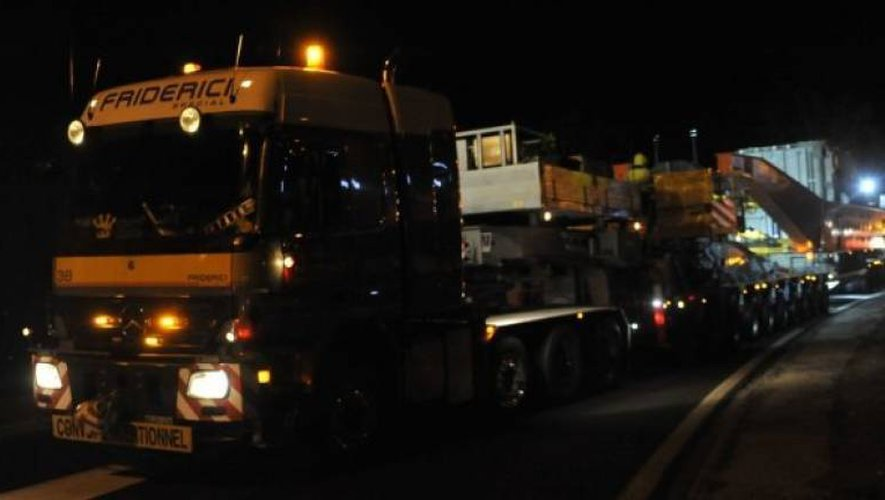 L'ensemble routier mesurait plus de 70 mètres et pesait 400 tonnes !