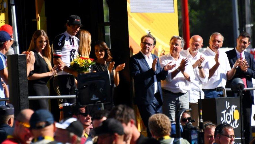 Le podium à Rodez. Michael Matthews félicité par les élus.