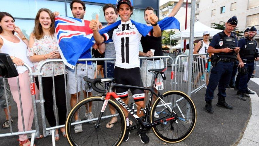 L'Australien Michael Matthews fête sa victoire à Rodez.