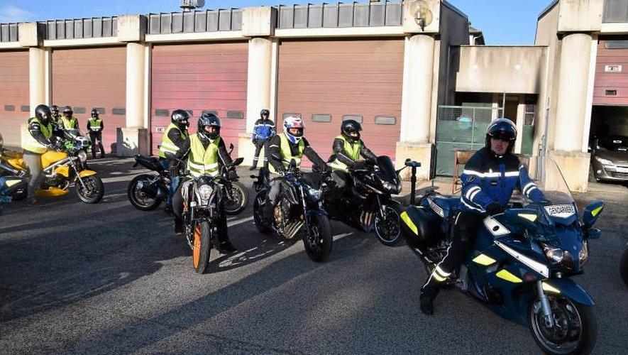 Départ pour la balade et les exercices pratiques encadrés par les motards de l'EDSR.