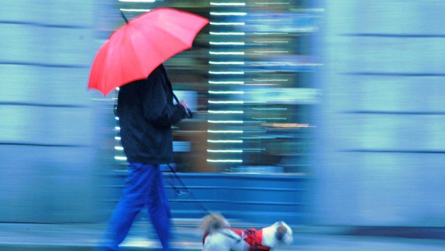 Orages et vents violents : une «forte tempête hivernale» attendue lundi