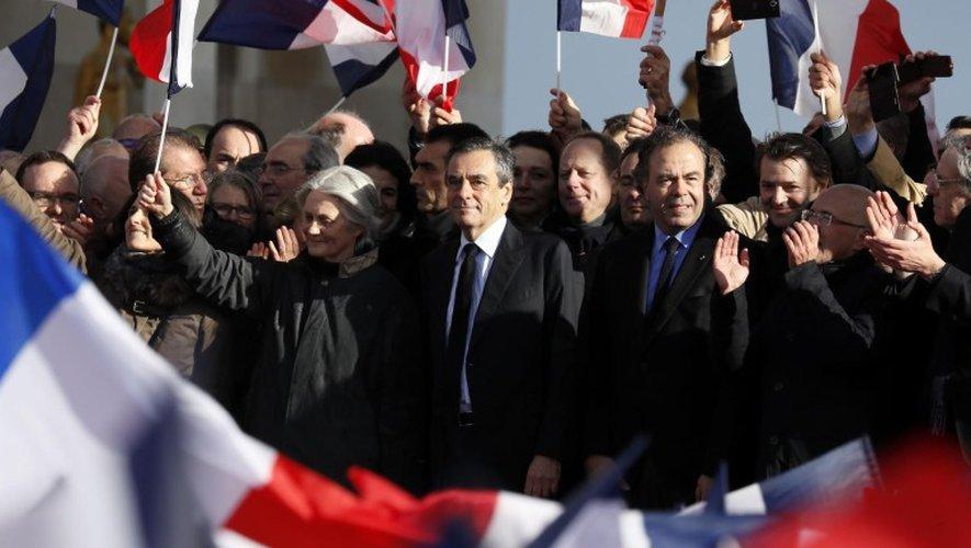 Devant des milliers de sympathisants, François Fillon a affirmé dimanche qu'il avait fait son propre «examen de conscience».