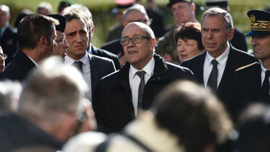 Le ministre de la défense ici entouré du député Viala et de Jean-Claude Luche, sénateur.