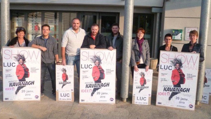Les membres du comité d'animation de Luc présentant leur futur spectacle.