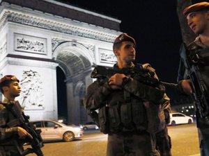 Qui est Karim Cheurfi, l'auteur de l'attentat sur les Champs-Élysées?
