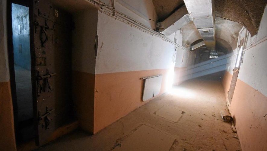L'un des couloirs longeant les cellules de l'ancienne prison Combarel, juste avant sa démolition. Louis y a fait ses débuts, avant de rejoindre la maison d'arrêt de Druelle.