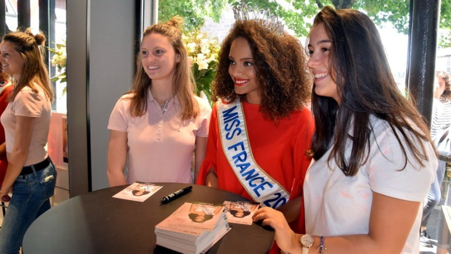 EN IMAGES. Alicia Aylies, Miss France 2017, en visite à Rodez
