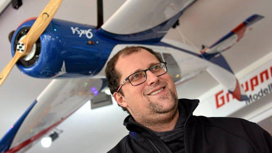 Yannick Lacaze est passionné (et expert) en aéromodélisme. Dans sa boutique d'Onet (Rodez Maquettes), il dispense aux clients tous les conseils nécessaires.