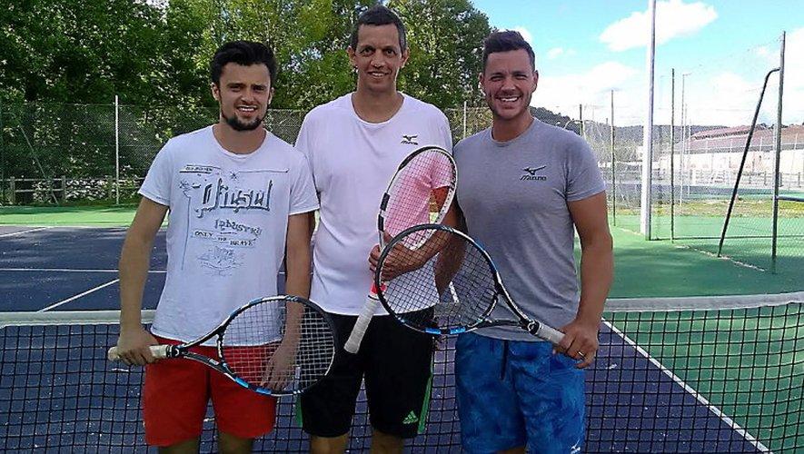 Marcus Willis, à droite, n'a pas perdu de temps. Il s'est entraîné avec Mayron Riols et Philippe Perrier, à son arrivée samedi.