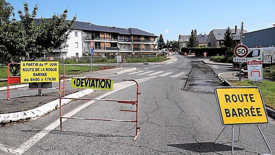 La route est fermée de 8heures à 17h30.