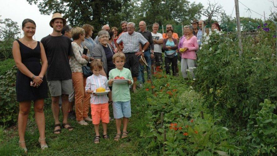 Beaucoup de curieux pour découvrir cinquante variétés de tomates et la conduite du jardin potager en permaculture.