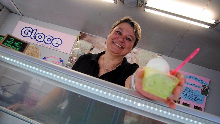 Béatrice Arnal et son mari Francis proposent leurs glaces au roquefort,  notamment sur les marchés du Sud-Aveyron.  V. G.