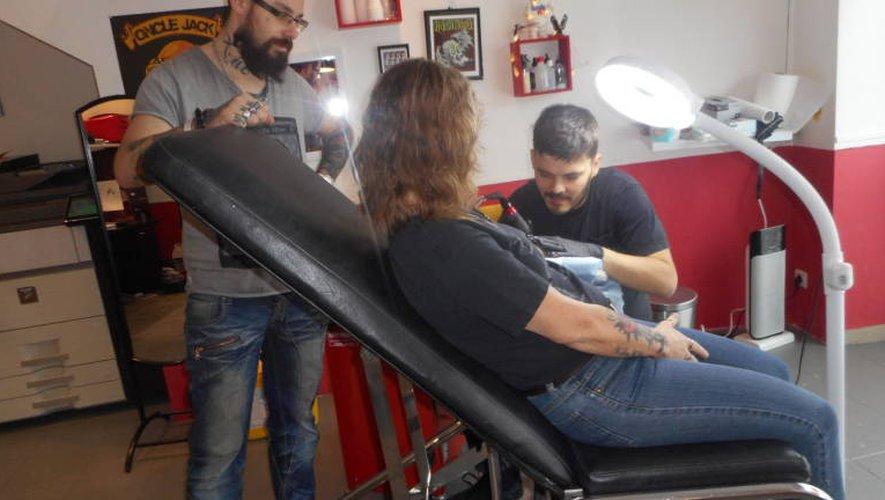 Le tatouage s'est largement démocratisé et il est devenu un art populaire.