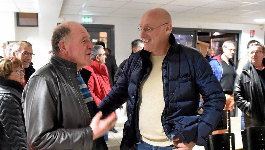 Bernard Laporte a rencontré les acteurs du rugby amateur aveyronnais, hier soir à la maison du rugby à Rodez (photo Jean-Louis Bories)
