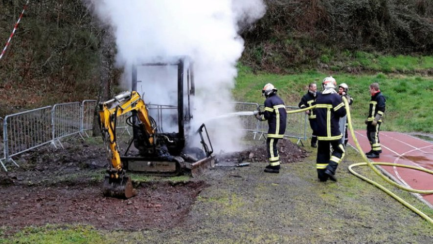 Decazeville: une micro-pelle incendiée au Sailhenc
