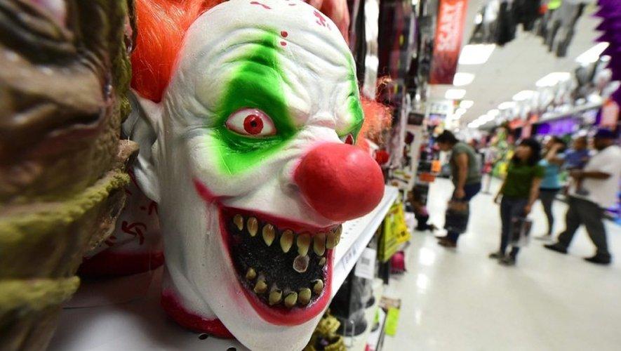 Un clown armé d'une tronçonneuse sème la terreur en Bretagne