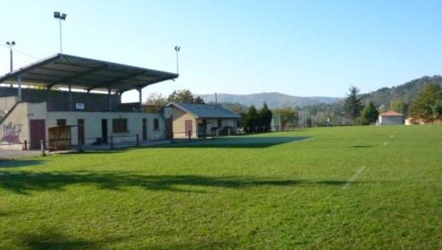 L'hélicoptère du Samu s'est posé sur la pelouse du stade de Flagnac.