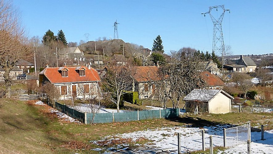 Le hameau de Rueyres, à Brommat, disposera du haut-débit à partir de mars grâce à un mât installé à Lacroix-Barrez qui profitera aussi au lieu-dit de Benaven.