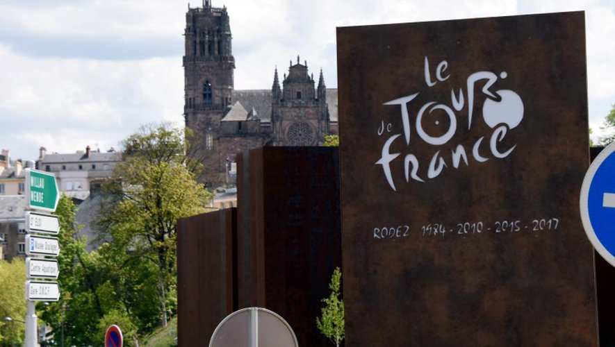 La plaque du 122e restera après le passage du Tour les 15 et 16juillet. JAT