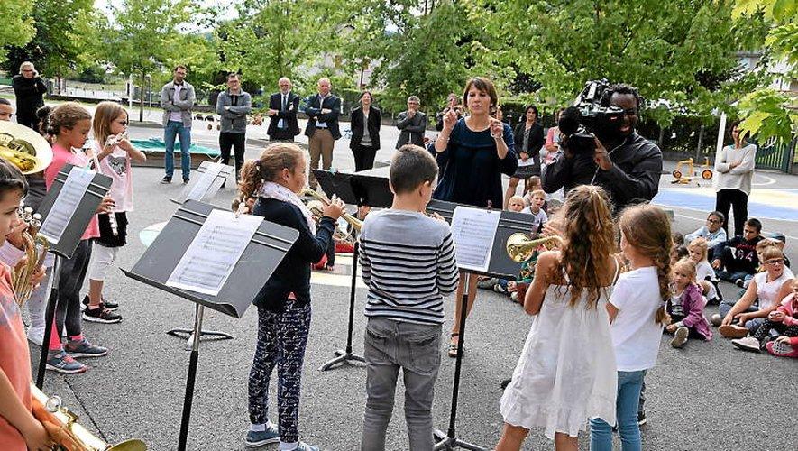 L'école-orchestre de Sainte-Geneviève lors de la dernière rentrée scolaire qui se voulait en musique pour le Ministère.