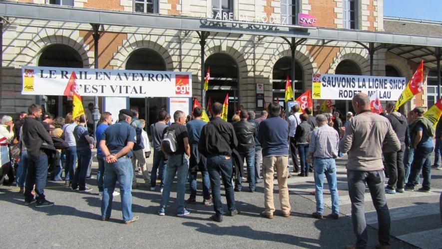 Une centaine de personnes à l'écoute des différents intervenants lors du rassemblement hier matin.