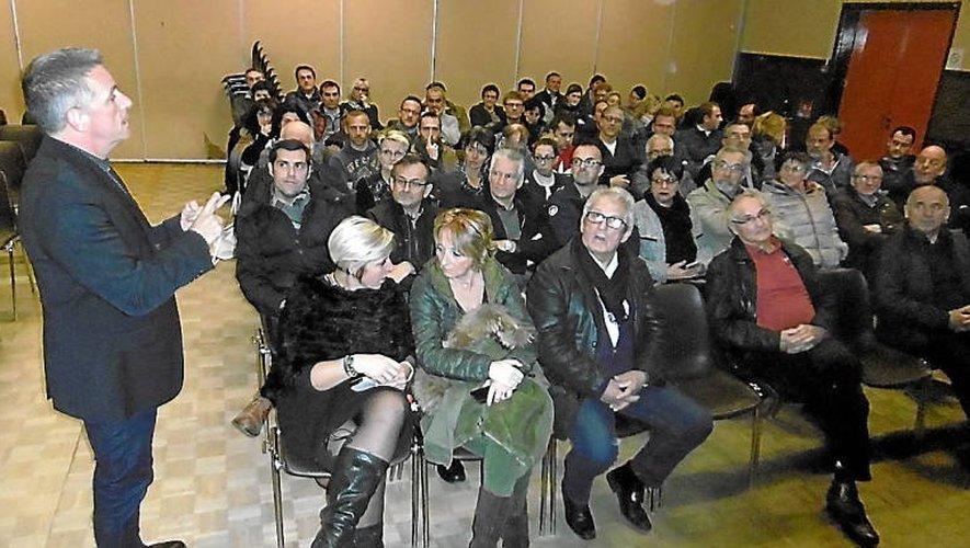 Le maire Jean-Philippe Sadoul présente les projets de la commune à la centaine commerçants et artisans.