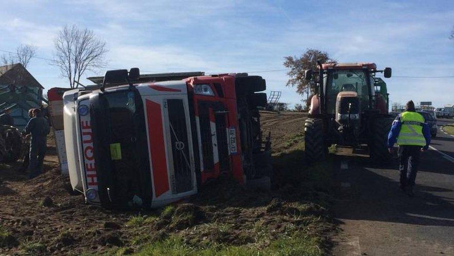 Le camion de la société villefranchoise a terminé sa course dans un champ