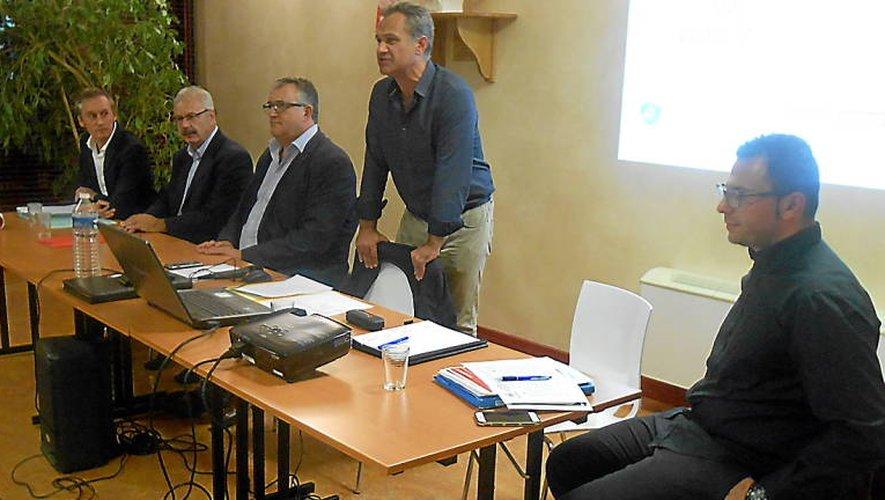 Paul rétif, Dominique Costes (président de la CCI), Jacques Barbezange, Dominique Costes (commune de Baraqueville) et Florian Séguineau (directeur de l'office de tourisme Pays Ségali.