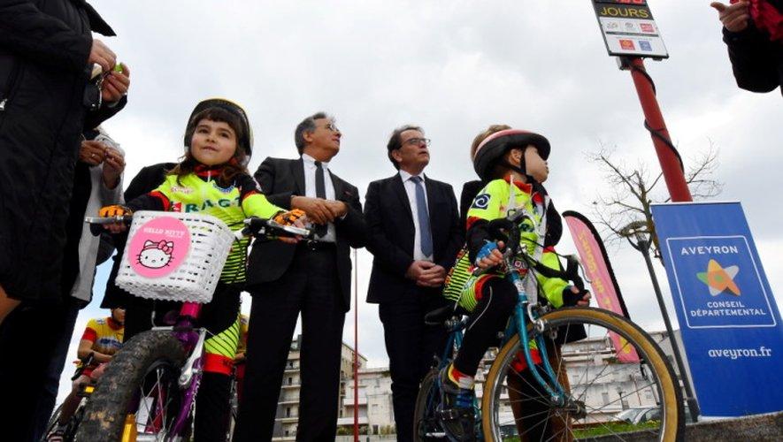 Les enfants du Vélo-club ruthénois ont donné le top départ du Tour de France à Rodez, ce mercredi en haut de la côte Saint-Pierre.