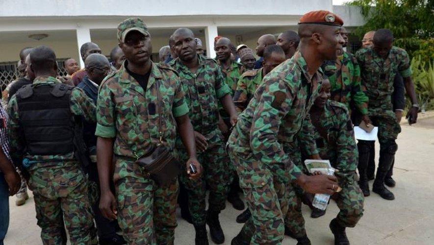 Une délégation de soldats mutins ivoiriens prennent part à des négociations, le 7 janvier 2017 à Bouaké