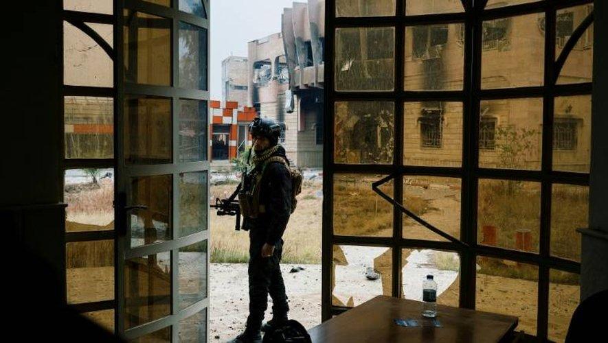 Un Irakien des forces d'élite du contre-terrorisme dans l'université de Mossoul, le 15 janvier 2017
