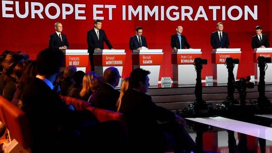 Les candidats à la primaire du PS lors du 2ème débat TV le 15 janvier 2017 à Paris